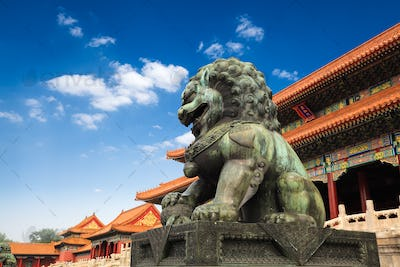 bronze lion in beijing forbidden city
