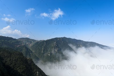 clouds and mist in lushan