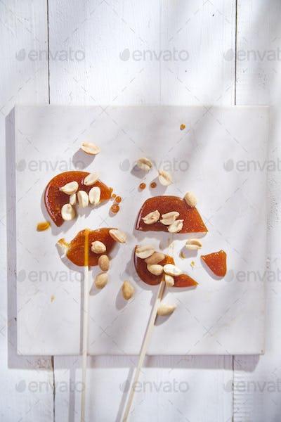 Crispy sugar and dried fruit